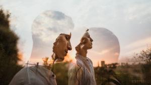 Retrato creativo de doble exposición