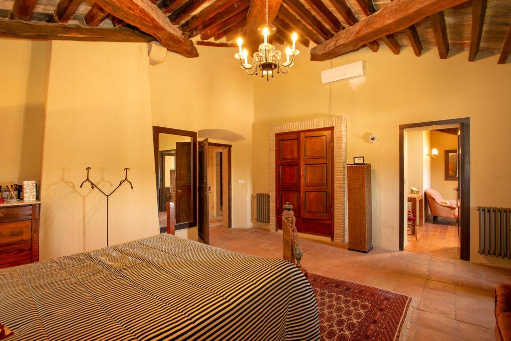Habitación principal del castillo de cortal gran