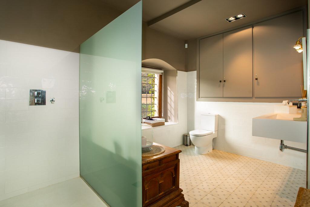 Baño habitación suite para boda en castell de sant gregori